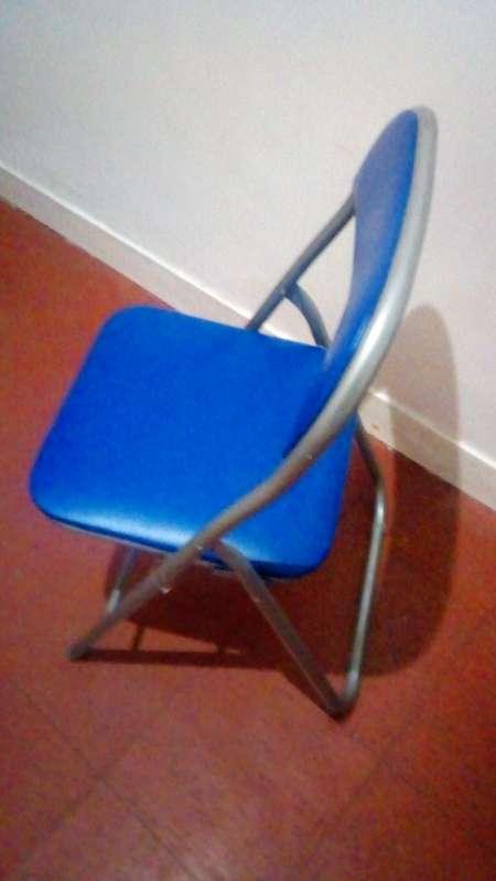 Photo ads/1256000/1256541/a1256541.jpg : Table pliante avec chaise et tabouret