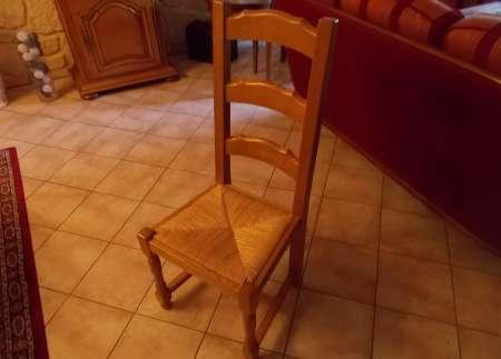Photo ads/1697000/1697666/a1697666.jpg : vends chaises en bois